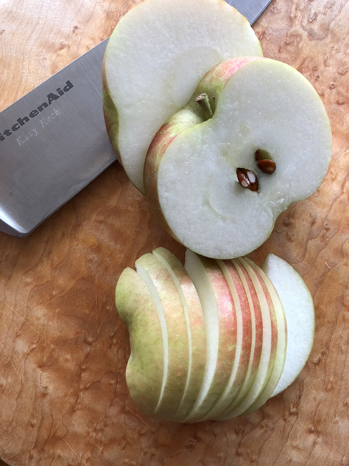 Cutting the apple