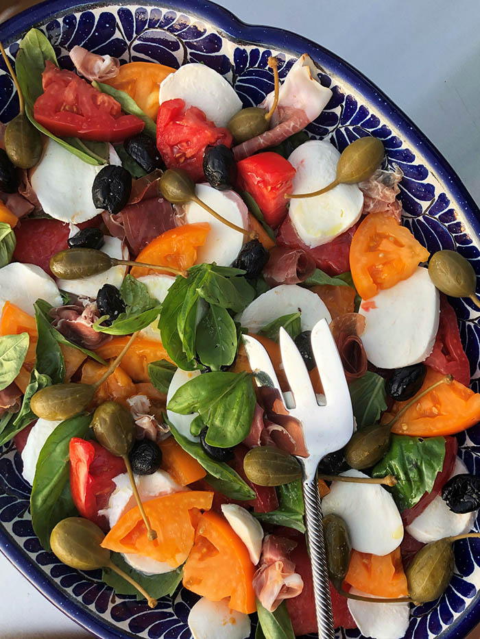 Caprese Antipasti w caperberries